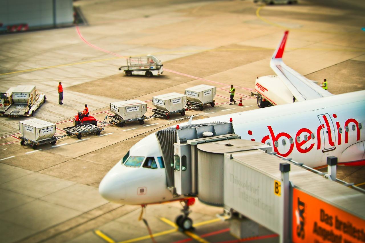 aircraft-1515446_1280
